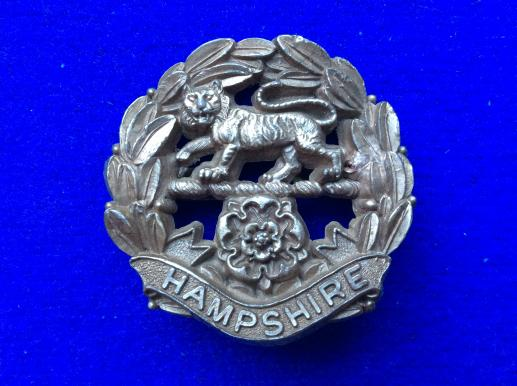 WW2 Hampshire Regiment economy Plastic Cap Badge